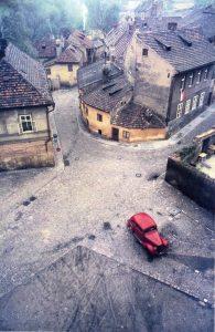 """El pequeño automóvil rojo"", de Franco Fontana (Praga, 1967)"