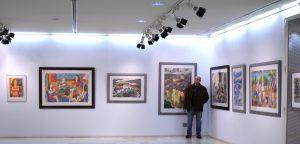 Javier Ortas en una de sus exposiciones.