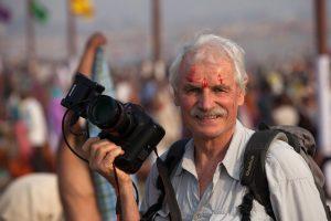 Yann Arthus-Bertrand en Kumbh Mela, India.